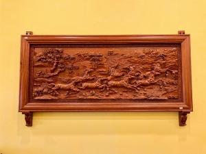 Tranh bát mã gỗ hương đá 237 x 107 x 8 – TBM237