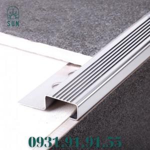 2021-07-24 10:31:25  4  Nẹp mũi bậc cầu thang bằng inox 304 - Nẹp mũi bậc cầu thang - Nẹp kết thúc bậc cầu thang bằng inox 450,000