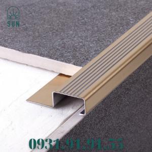 2021-07-24 10:31:25  2  Nẹp mũi bậc cầu thang bằng inox 304 - Nẹp mũi bậc cầu thang - Nẹp kết thúc bậc cầu thang bằng inox 450,000