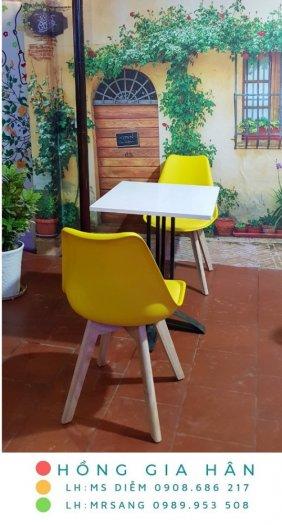 Bàn ghế Eames hiện đại Hồng Gia Hân B013