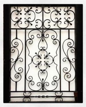 Mẫu khung bảo vệ cửa sổ sắt mỹ thuật nào phù hợp với nhà bạn?