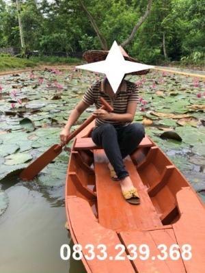 Thuyền gỗ chụp ảnh hồ sen, đi sông