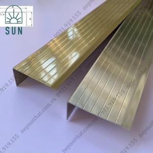 Nẹp chống trơn bậc cầu thang bằng inox 304 - Nẹp chống trơn giá rẻ nhất tại HCM - Nẹp inox đẹp