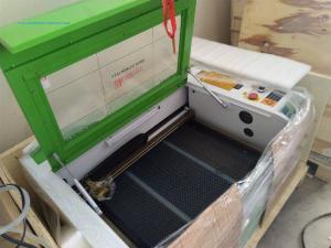 Máy cắt laser 6040 bàn nâng hạ tự động 60w phù hợp khắc tranh chân dung trên gỗ đèn ngủ mica khắc dấu cắt vải