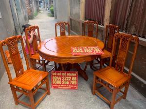 Bộ bàn ghế ăn kiểu bàn tròn gỗ gụ