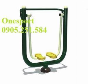 Máy tập đi bộ trên không tại công viên do Onesport cung cấp