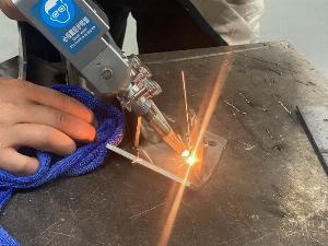 Báo giá máy hàn laser 1000W những điều cần biết khi chọn mua