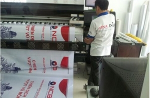 In banner treo ngoài trời cổ động cho chương trình vui chơi dã ngoại