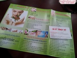 In lấy liền brochure cho quảng cáo ngay tại cửa hàng