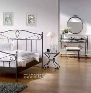 Với u điểm không lệ thuộc vào thời gian, Sản phẩm sắt rèn nghệ thuật của chúng tôi sẽ mang lại cho bạn những cảm giác thoải mái và dễ chịu. Ngoài ra, Bộ trang trí phòng ngủ bằng sắt rèn nghệ thuật gồm Giường, Đèn ngủ, Bàn đầu giường,bộ bàn phấn và khung gương,  Giá giường : 4.900.000 Bàn đầu giường : 650.000 Bộ bàn phấn : 2.800.000