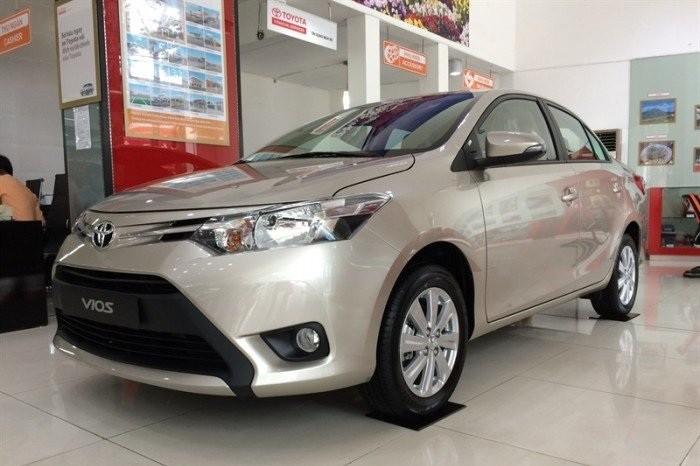 Toyota Vios nâu vàng