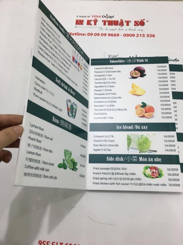 In menu quán cafe đa ngôn ngữ: tiếng Việt, tiếng Anh, tiếng Trung