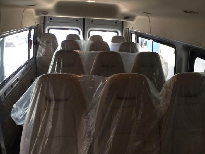 Khoang ghế ngồi hành khách trên ford transit