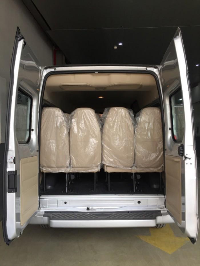 đuôi xe ford transit