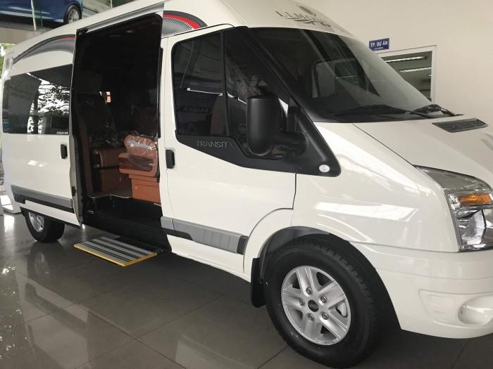 thân xe Ford Transit 2018