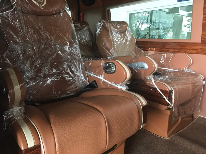 nội thất Ford Transit 2018 Limousine
