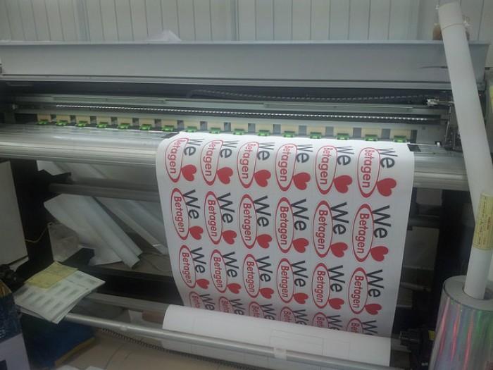 In sticker số lượng ít - in trực tiếp trên máy in phun kỹ thuật số