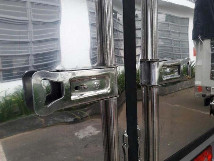 Chi tiết thùng kín xe tải Hyundai HD99
