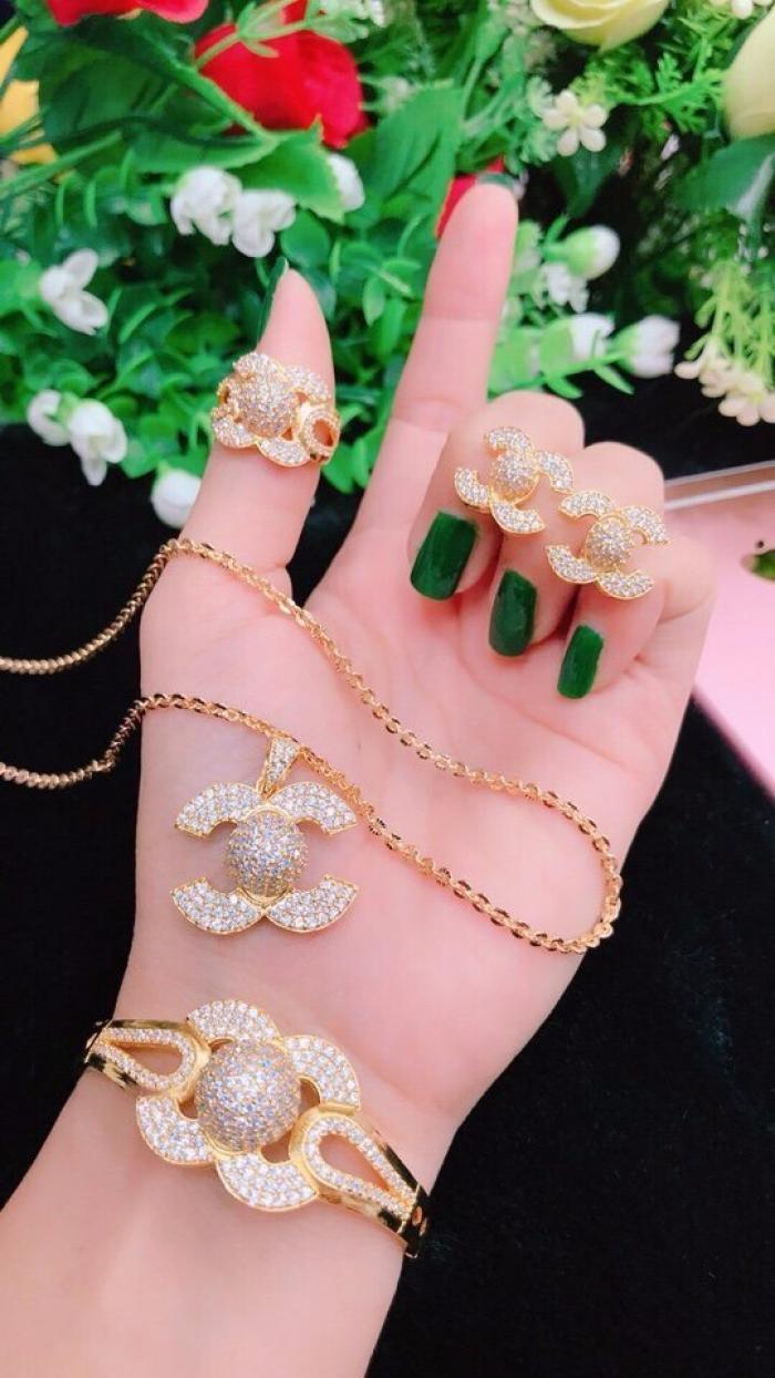 Tư vấn kinh nghiệm chọn mua trang sức mạ vàng đẹp, chất lượng, mua trang sức mạ vàng giá sỉ tại TPHCM