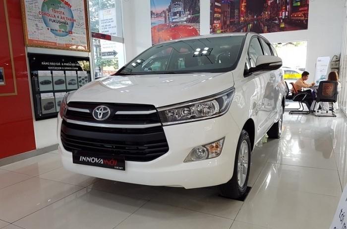 Toyota Innova là một trong những hãng xe đang được thịnh hành ở Việt Nam nói riêng và trong toàn thế giới nói chung. Một trong số dòng xe nổi bật của Toyota ra mắt vào cuối năm nay và đầu năm sau thì không thể không nhắc đến sự ra đời của Toyota Innova 2018 với các thiết kế nổi bật, vẻ ngoài khỏe khoắn và quan trọng là động cơ luôn làm hài lòng đến mọi khách hàng