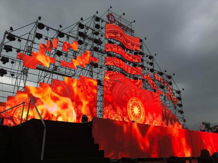 Hiệu ứng visual art trình chiêu trên màn hình Led sân khấu cỡ lớn tạo hình con thuyền