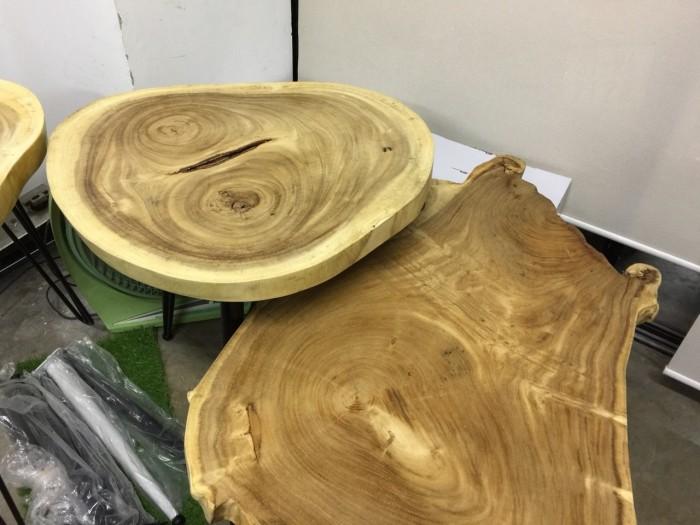 So sánh mặt bàn gỗ nguyên tấm làm từ gỗ tự nhiên và gỗ công nghiệp