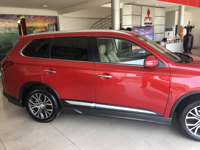 Mitsubishi Outlander giá bao nhiêu?