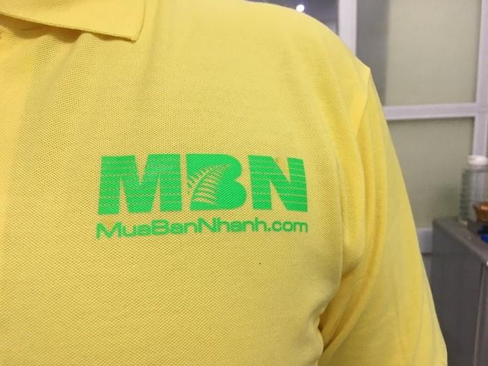 In áo thun - in logo mặt trước của áo thun