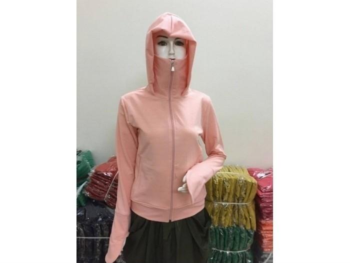 Mẫu áo khoác chống nắng kèm khẩu trang - một trong những mẫu áo khoác hot được đặt may tại xưởng khá nhiều trong thời gian gần đây