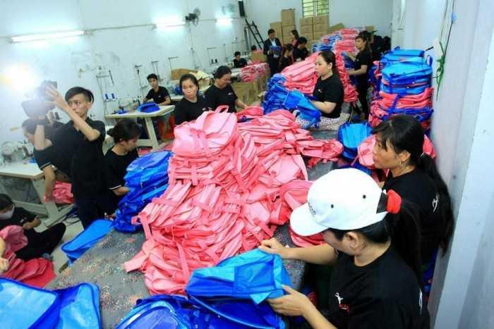 Phân xưởng may balo túi xách tại một công ty may gia công balo túi xách lớn tại TPHCM