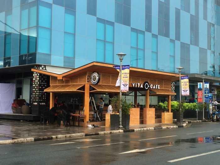 Thi công bảng hiệu cho quán cafe tại khu vực trước sảnh trung tâm thương mại