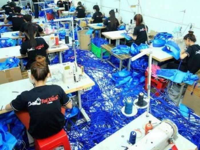 Phân xưởng sản xuất ba lô túi xách học sinh