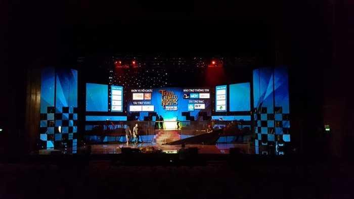 Báo giá màn hình Led sân khấu lớn - bao gồm màn hình Led chính và các màn hình Led phụ