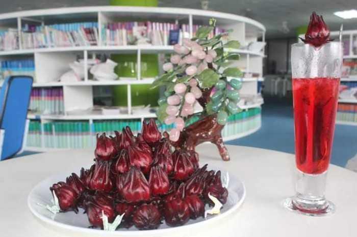 Hướng dẫn cách ngâm hoa atiso đỏ làm nước uống