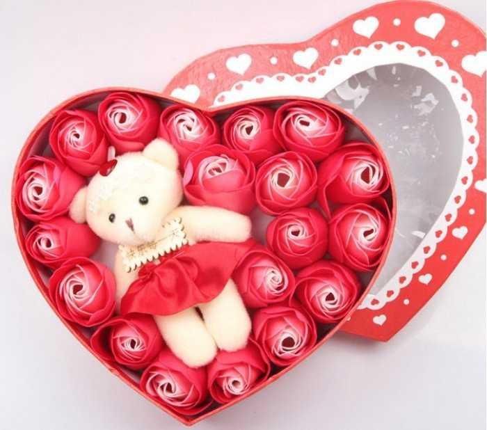 Quà tặng 20/10 ý nghĩa: Hoa hồng sáp thơm kèm gấu