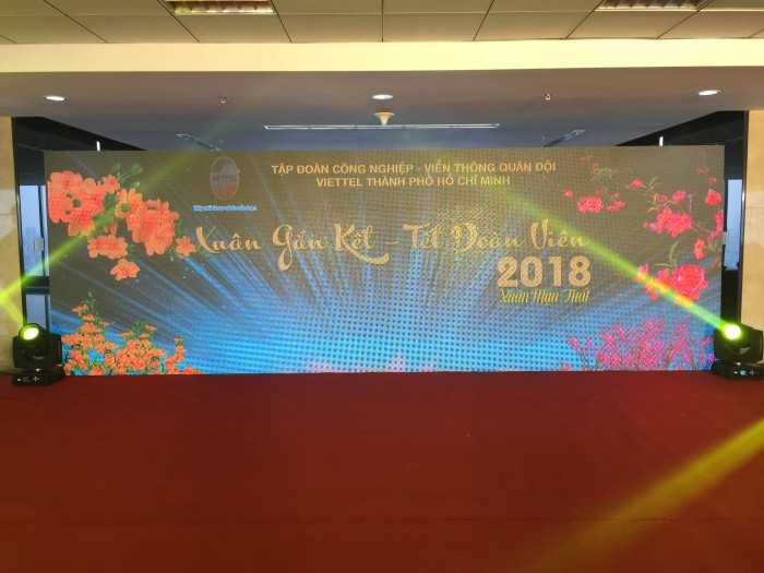 Lăp đặt màn hình Led sân khấu tiệc tất niên - Year End Party Viettel 1