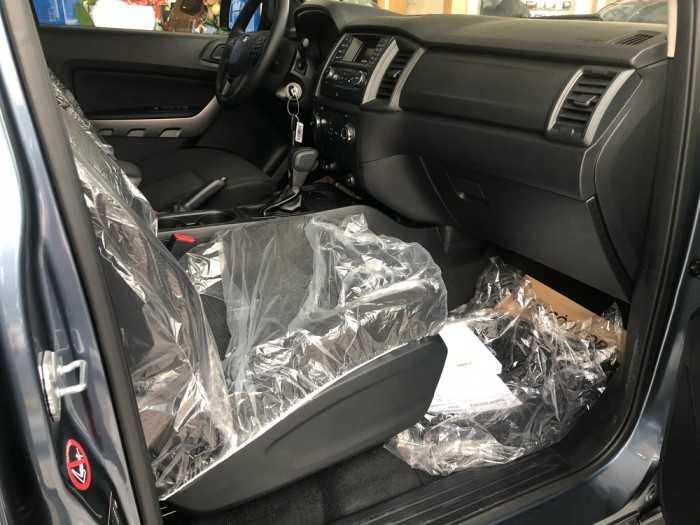 Nội thất ghế ngồi trên xe Ford Ranger XLS 4x2 AT
