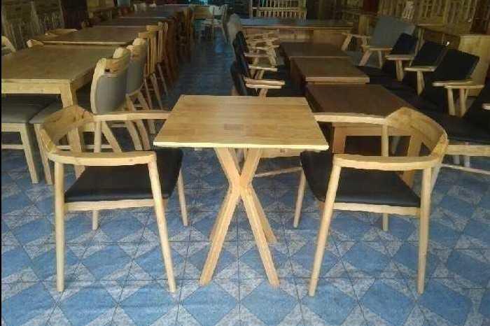Bàn ghế cafe gỗ mang lại sự sang trọng cho không gian quán