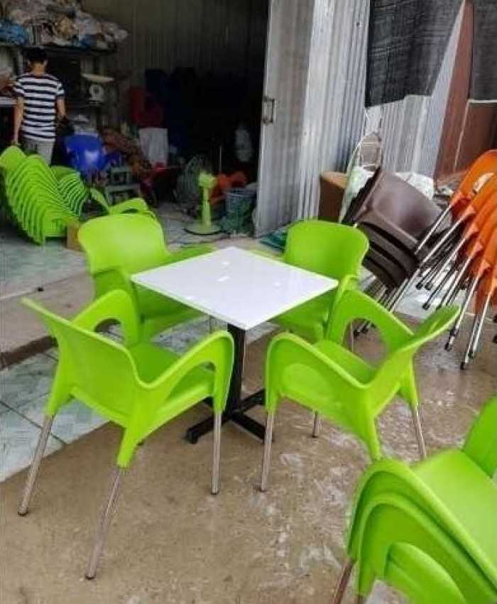 Bàn ghế cafe nhựa có nhiều màu sắc cho bạn lựa chọn