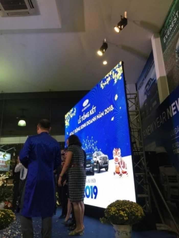 Cho thuê màn hình Led lễ tổng kết hoạt động kinh doanh Ford tại showroom Sài Gòn Ford Cao Thắng
