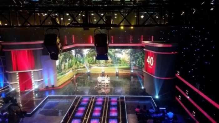 Cho thuê màn hình Led (phông nền sân khấu) & Led ống Tube (sàn sân khấu) trang trí cho chương trình hài Nhà Cười
