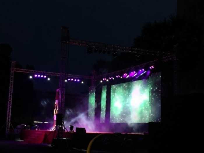Lắp đặt màn hình Led sân khấu ngoài trời