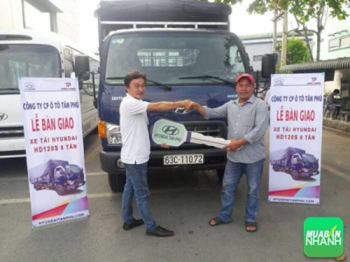 Lễ bàn giao xe Hyundai HD120s cho khách hàng Lê Anh Trung - chợ gạo Tiền Giang ngày 2/12.