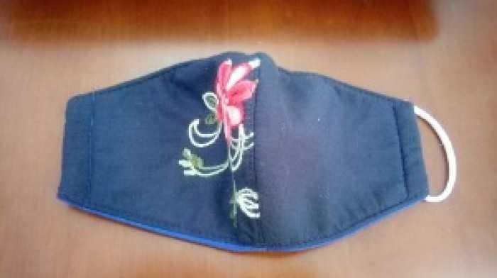 Khẩu trang vải thêu hình hoa