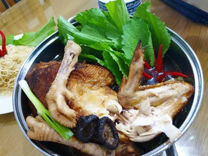 Gà tiềm ớt hiểm Sài Gòn - lẩu gà tiềm ớt hiểm giá bao nhiêu, ăn rau gì, ăn ở đâu, có giao tận nơi không?