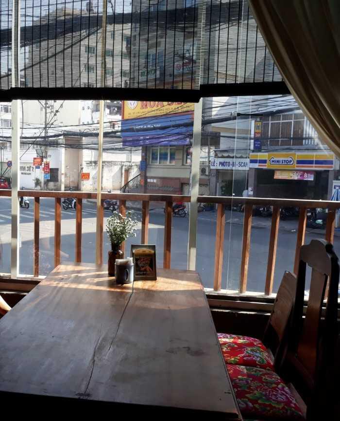 Tư vấn lựa chọn rèm cửa trang trí quán cafe, quán an, quán bar