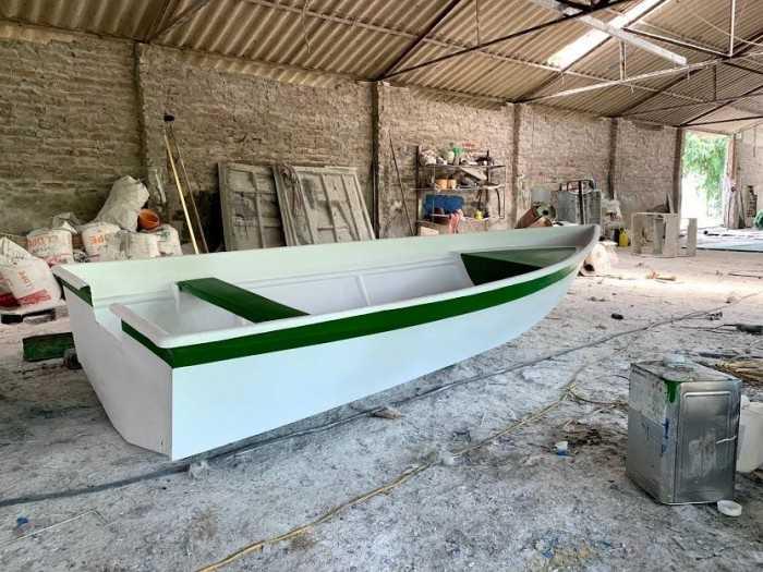 Thuyền Composite màu trắng - MuaBanNhanh