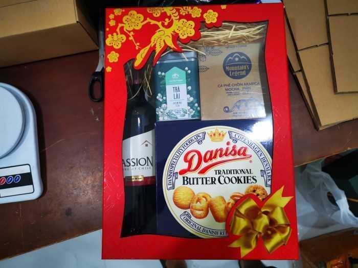 Nguồn hàng sỉ hộp quà Tết, giỏ quà Tết 300k cho công nhân, nhân viên công ty - Chiết khấu cao từ TPHCM