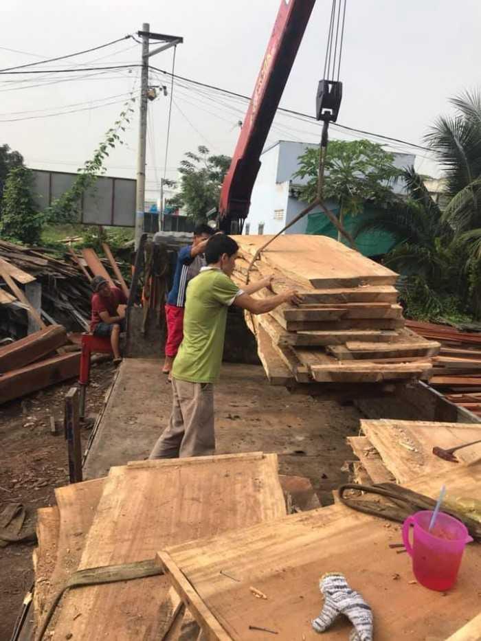 xưởng mặt bàn gỗ nguyên tấm