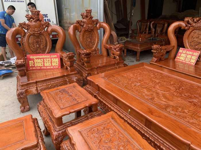 Mẫu bàn ghế gỗ phòng khách rộng - Top những mẫu bàn ghế gỗ phòng khách đẹp cổ điển